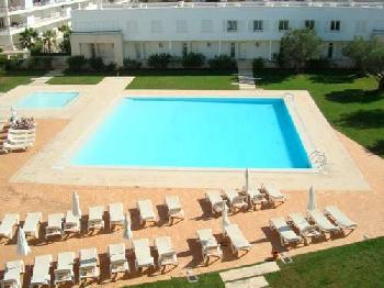 2 bed top floor apartment with swimming pool