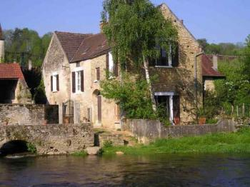 Bauernhaus am Fluss in Vézelay