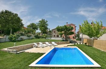 House with pool Motovun