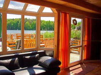 schwarz mecklenburgische seenplatte ferienhaus fh66724. Black Bedroom Furniture Sets. Home Design Ideas