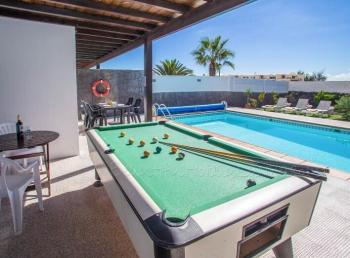 Villa Mariola with private pool in Playa Blanca