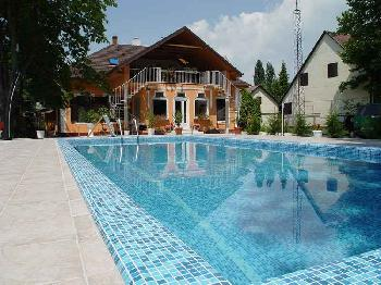 Ferienapartmant mit Pool am Balaton in Balatonboglart