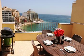 Spinola Bay Apartment in st julian's