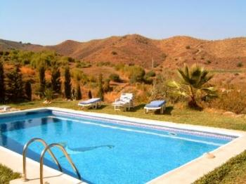 Appartement Montes y Mar mit Pool in Benajarafe Alto