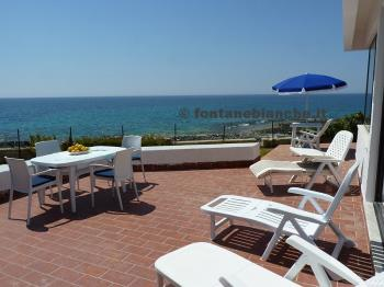 Villa front of the sea in Fontane Bianche