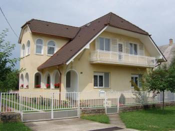 2 Appartements / 2 x 5 - 9 Pers./ in Balatonboglár