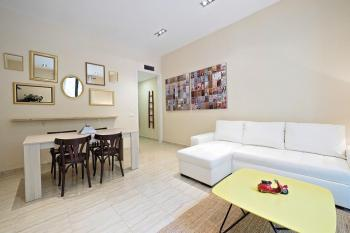 Beautifully designed 3 bedroom apartment, Eixample
