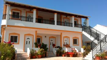 Alekas Apartments in Agios Georgios Argirades